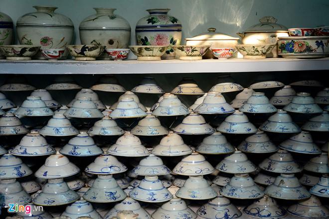 Kho đồ cổ khổng lồ của vua gốm sứ Sài Gòn