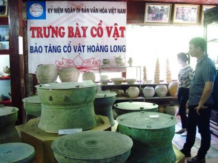 Bát, đĩa, bình, vò… gốm tráng men từ các đời Lý, Trần, Nguyễn trưng bày trong bảo tàng.