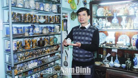Anh Vũ Văn Khánh, số nhà 4/61, Tô Hiệu (TP Nam Định) giới thiệu về chiếc bình vôi đời Trần trong bộ sưu tập.