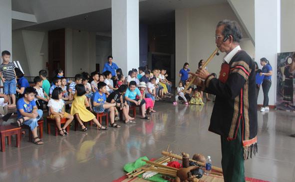 """Trải nghiệm """"Giao lưu âm nhạc"""" tại Bảo tàng tỉnh Đắk Lắk - ảnh 1"""