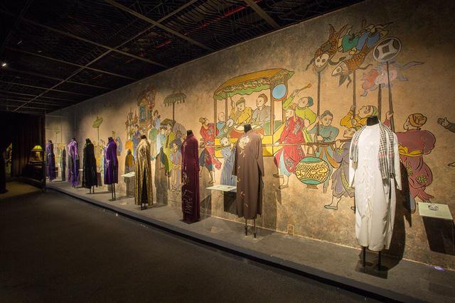 Ngắm tà áo dài Việt Nam ở triển lãm quy mô lịch sử tại Hà Nội
